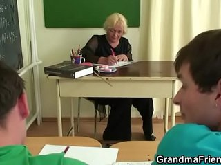 Granny 3 way lovemaking in the classroom
