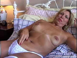 Lovely old spunker in sexy pantyhose has a nice wank