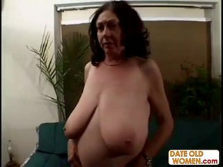 Plumper granny gets it raunchy on the bed