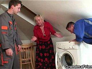 Wild granny sates 2 repairmen