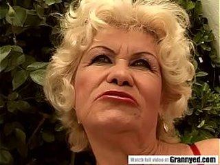 Sucker granny pornstar Effie got blowbanged