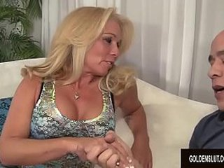 Ash-blonde Granny Crystal Taylor Enjoys Getting Her Pussy Stretched