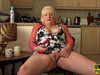 British granny fingerfucking herself