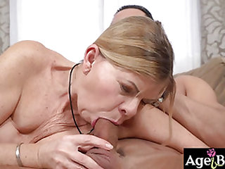 Granny Samantha rail and juggle up and down on his cock with delicate moans