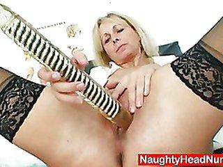 Petruse mature cunt buttplug wide open and masturbation