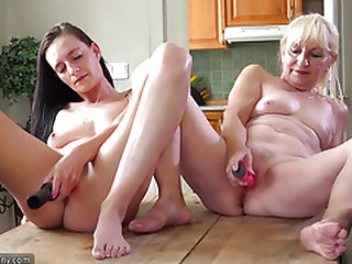 Oldnanny Old and sexy chick shower and jerking pussy with dildo