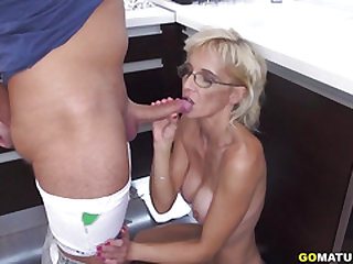 Wild older girl doing her toyboy