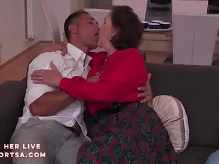 Granny Amelia in hot assfuck double penetration action
