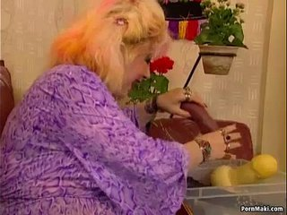 Chubby Granny Likes Going knuckle deep and Fucknig